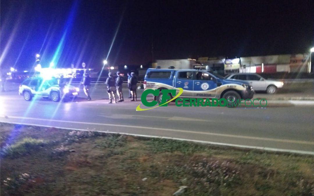 LEM: Motociclista fica ferido após colidir na lateral de veículo