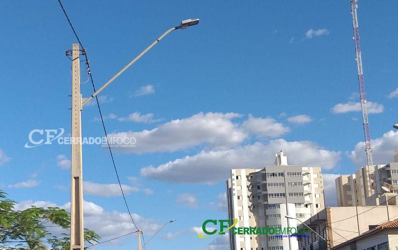 LEM: Uma das principais Avenidas de Luís Eduardo Magalhães recebe novas lâmpadas de iluminação pública