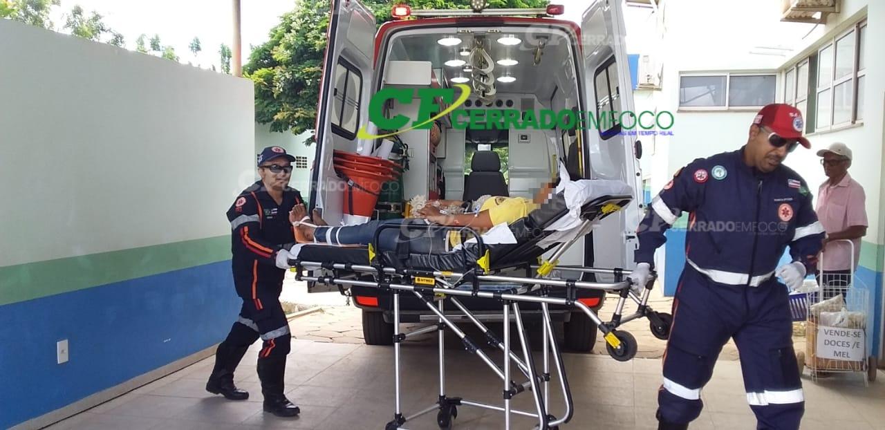 LEM: Mulher necessita de atendimento médico após cair de motocicleta