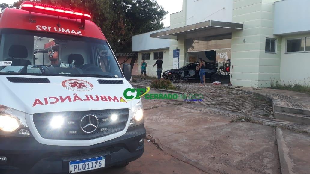 LEM: Homem fica ferido após colidir veículo em Posto de Saúde no bairro Jardim Primavera.