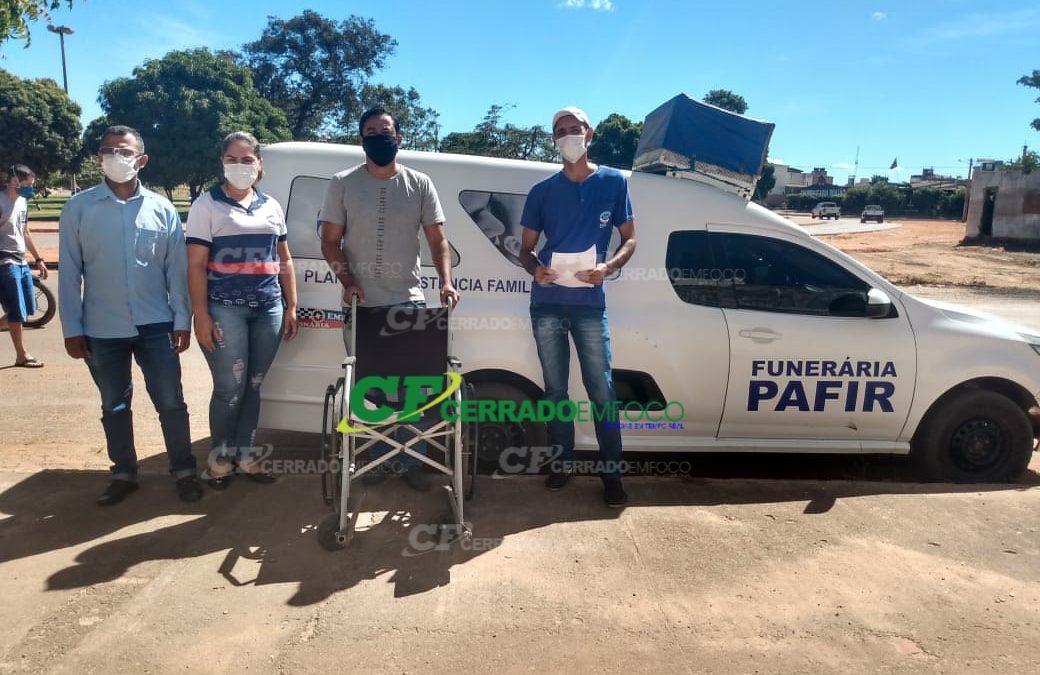 LEM: Empresa se solidariza e empresta cadeira de rodas para idosa