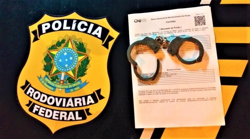 Barreiras: Homem é preso pela PRF com mandado de prisão em aberto por crime de lesão corporal com agravante