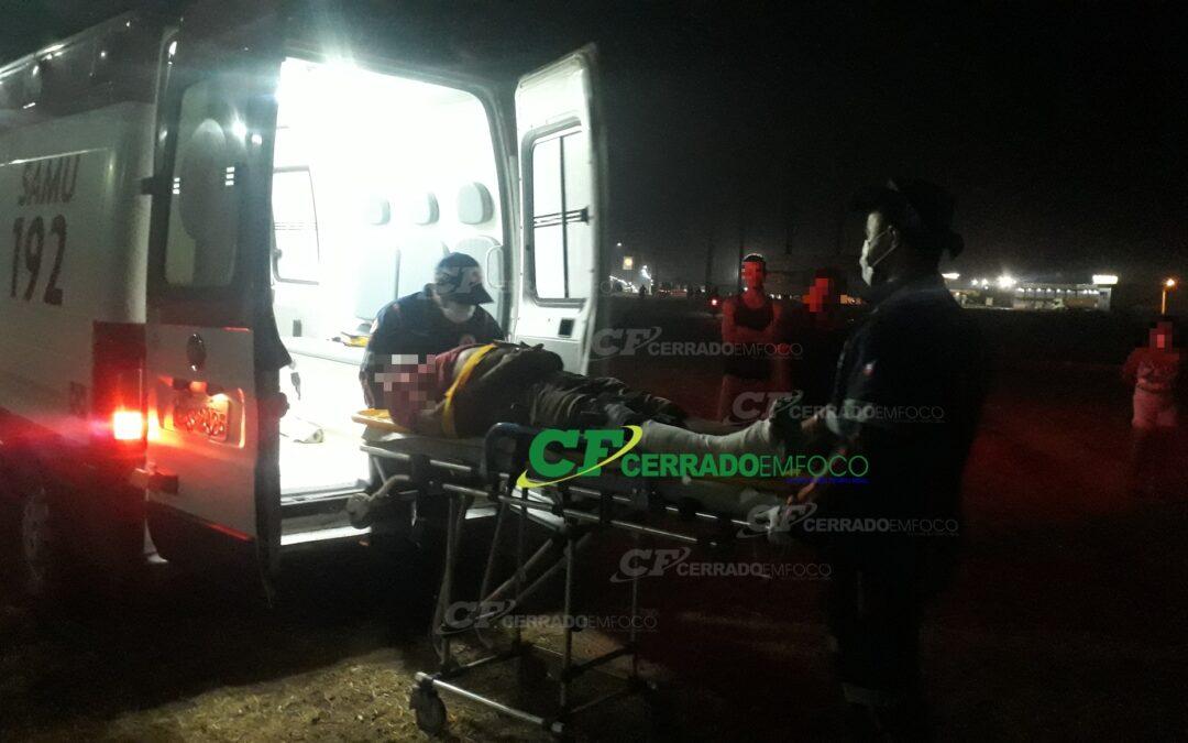 LEM: Motociclista fica ferido após queda de moto.