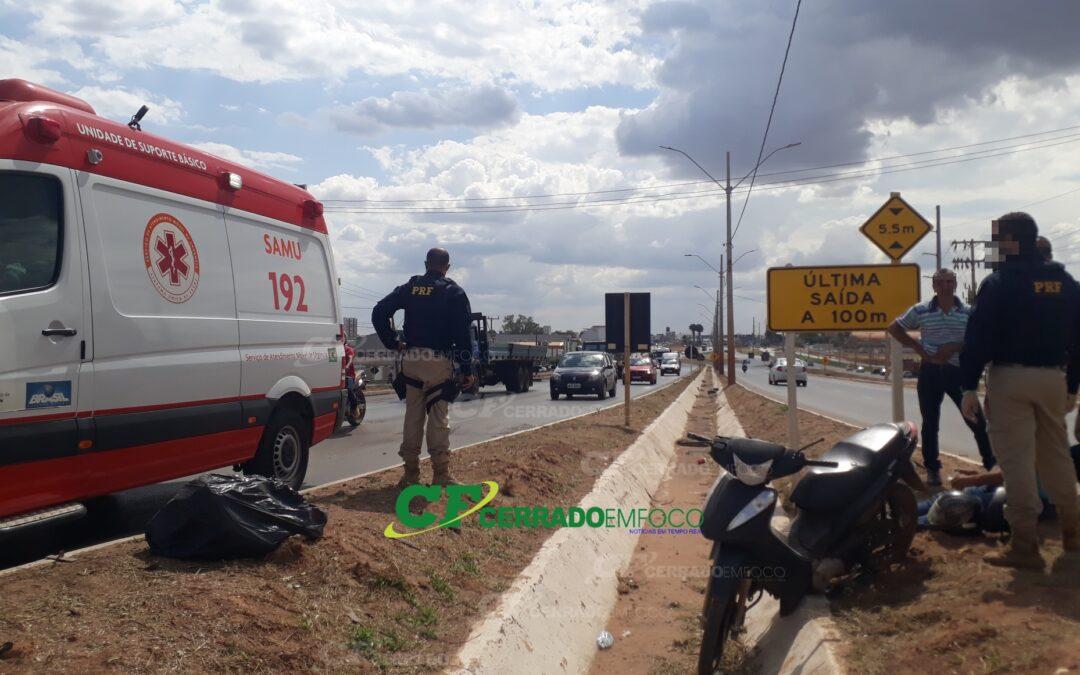LEM: SAMU socorre motociclista após queda de moto na BR-242.