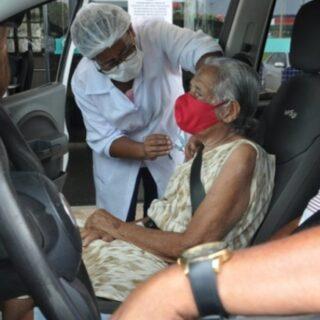Barreiras-BA: Covid-19; Secretaria de Saúde realiza vacinação de idosos com idade entre 87 a 89 anos, nas modalidades drive thru e domicílio