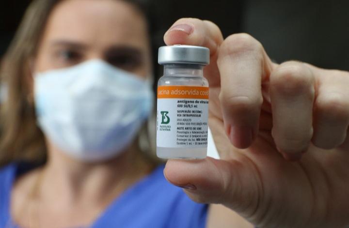 Nova remessa com 629.350 doses de vacinas contra a Covid-19 chega à Bahia.